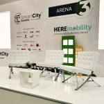 salas blancas para eventos con mesa de centro